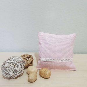 Υφασμάτινο μαξιλάρι πουά ροζ με δαντέλα